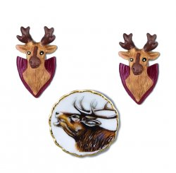 2 Deer Heads & Commemorative Plate